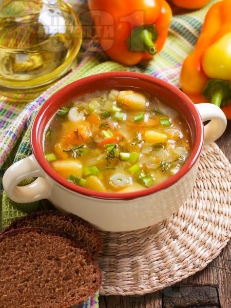 Зеленчукова супа с картофи, целина, ориз, пресен лук и карфиол - снимка на рецептата